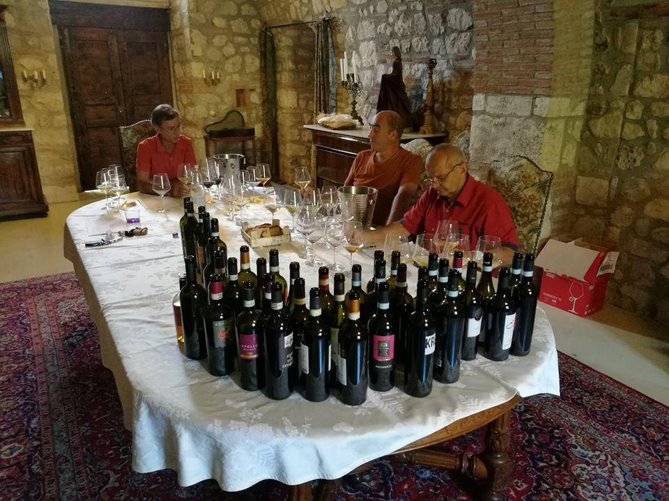 "Vini Sanniti nella guida The WineHunter Award"""