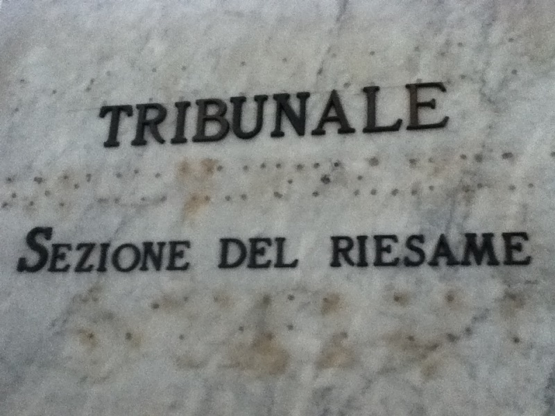 Riesame annulla ordinanza, Maglione libero
