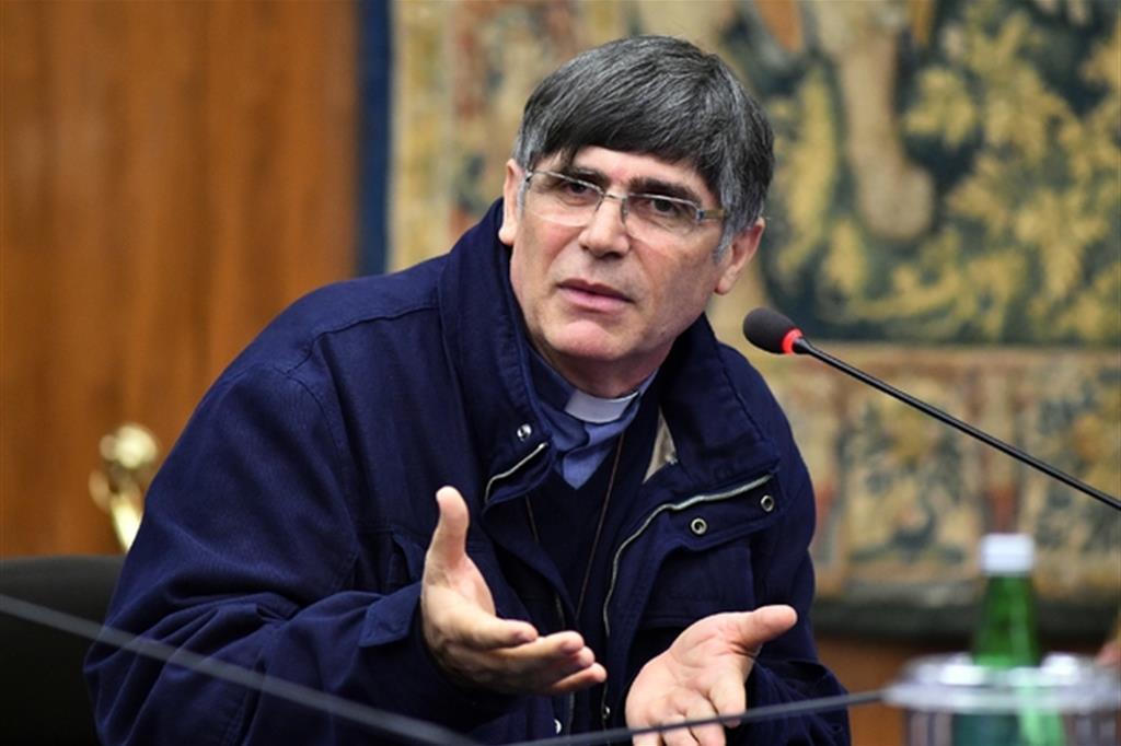 Padre Maurizio Patriciello: il Parlamento una bettola