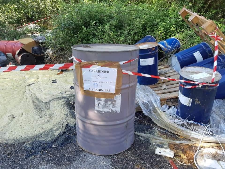 Airola, col mezzo del Comune sversa rifiuti