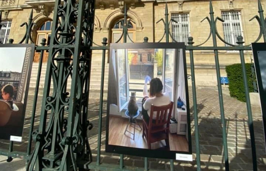 Uno scatto di una caudina divenuto il simbolo del lockdown francese