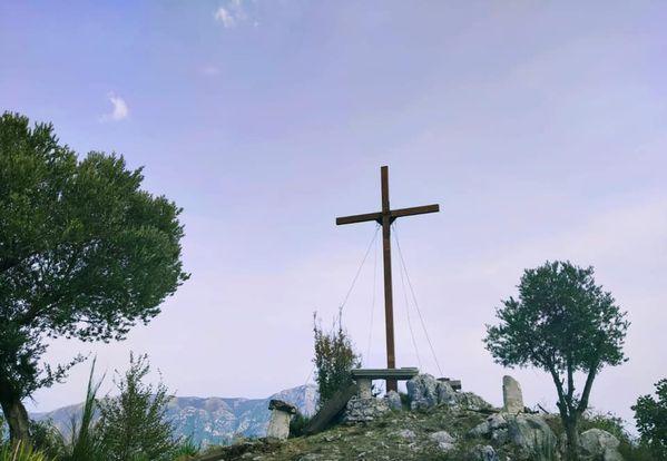Paolisi. Il ripristino della croce su Chiano Staglia.