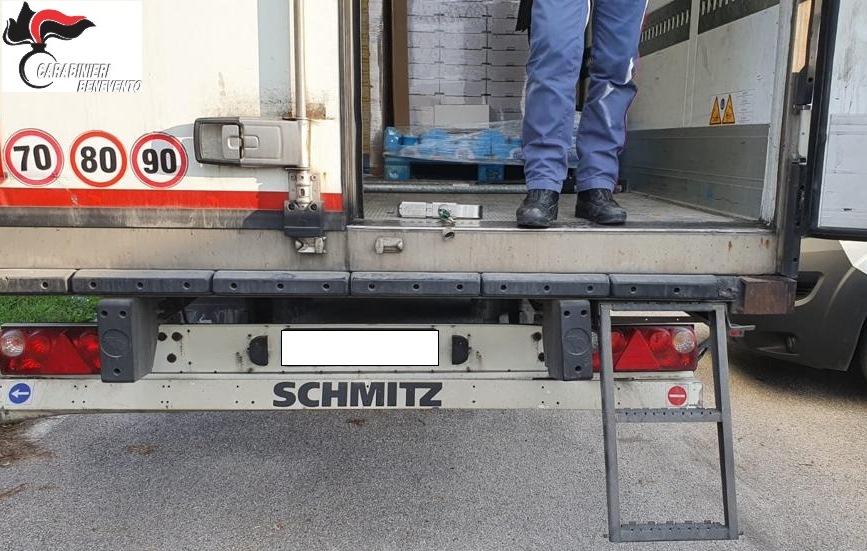 Benevento. Camion frigo con 8 clandestini a bordo.