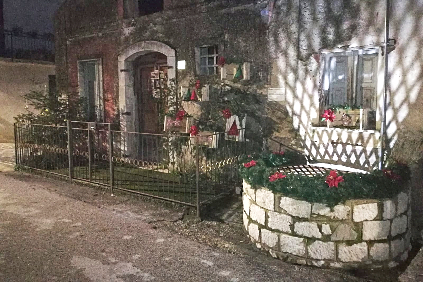 Cervinara. Borgo Pirozza addobbato per il Natale