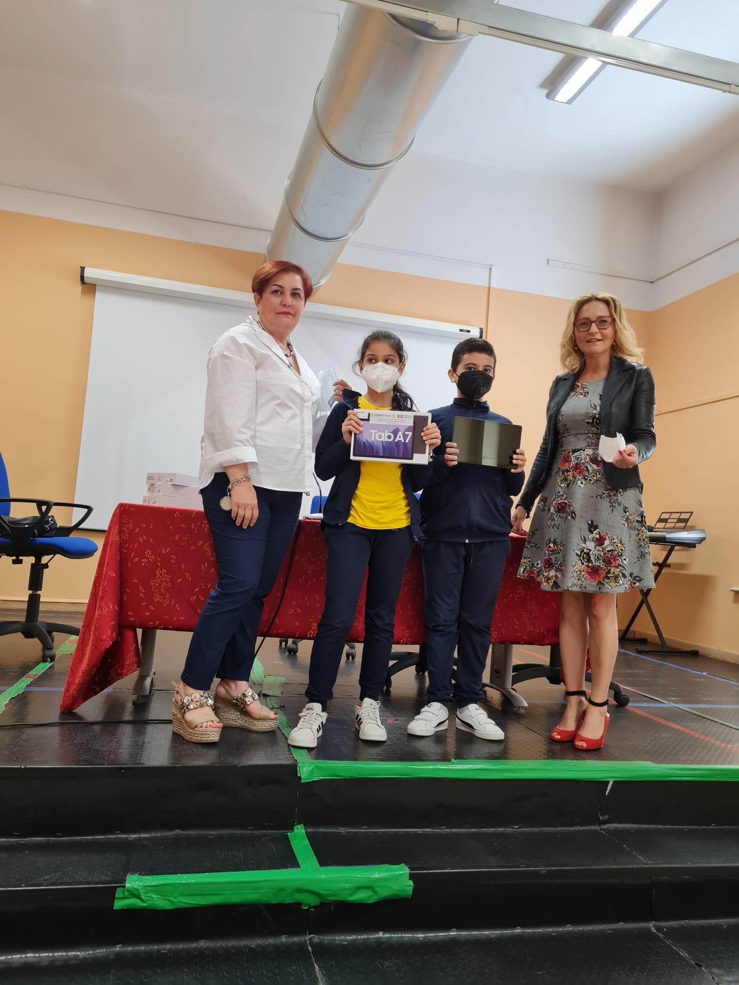 Sant'Agata de' Goti, Rotary dona cinque tablet a Scuola Elementare