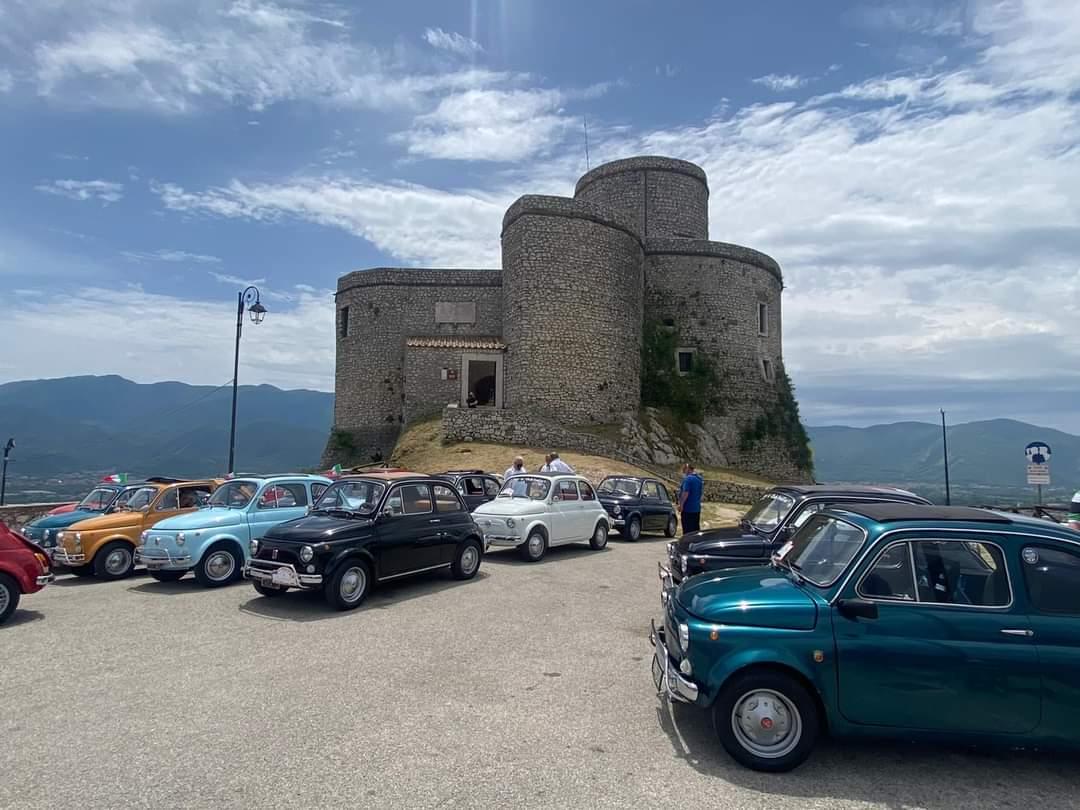 Montesarchio invasa dalle Fiat 500