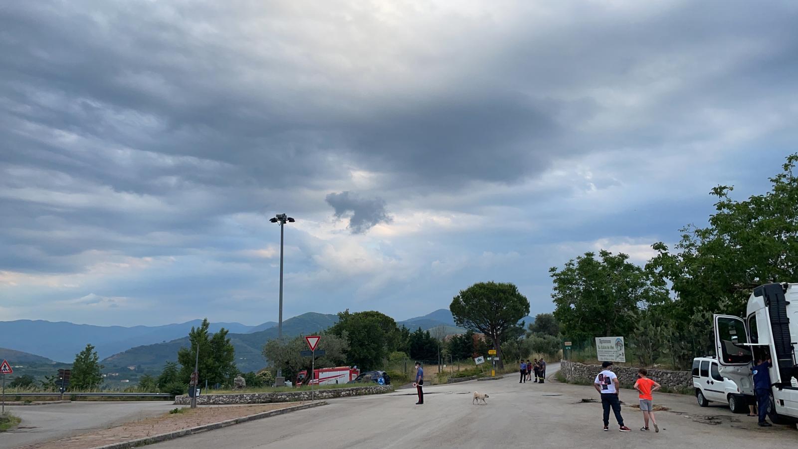 Dieci quintali di gasolio sull'asfalto, caos a Sant'Agata de' Goti